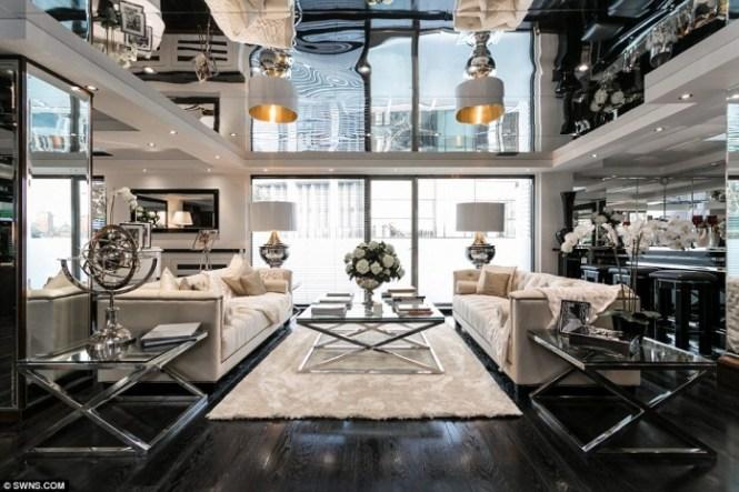 Tom Cruise London Lounge Bar Majestic S International