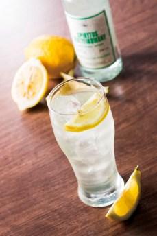 【自家製リモンチェッロサワー:490円(税別)】 南イタリアで流行りの自家製レモンリキュールを、飲みやすく超炭酸でサワーに。