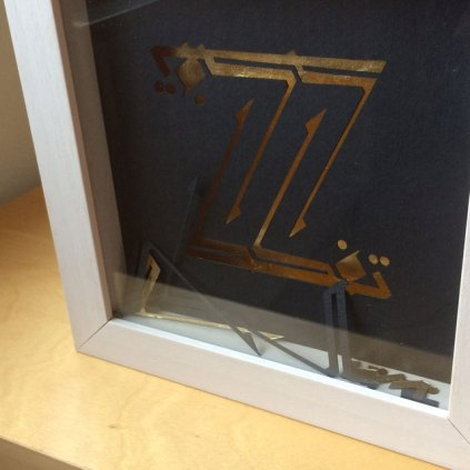 After cutting, the pieces were included in the box frame during assembly.