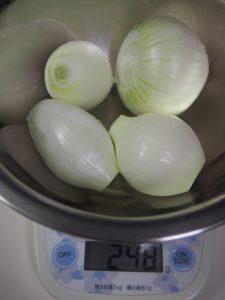 玉ねぎの重さを量る