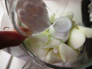 玉ねぎをフープロに掛ける
