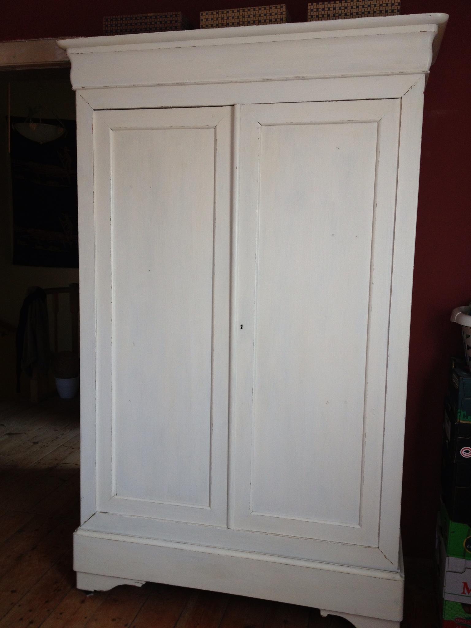 peindre une armoire ancienne en blanc