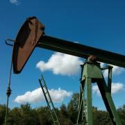 Chute du pétrole : causes et conséquences sur l'économie mondiale