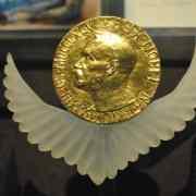 Les 5 histoires les plus déroutantes du prix Nobel d'économie