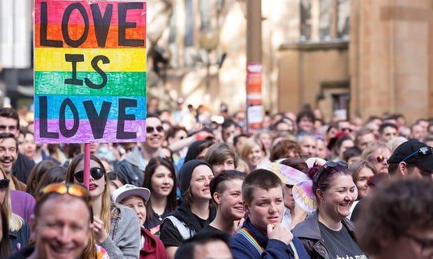 Dans quel pays l'autorisation légale du mariage homosexuel a été reportée ?