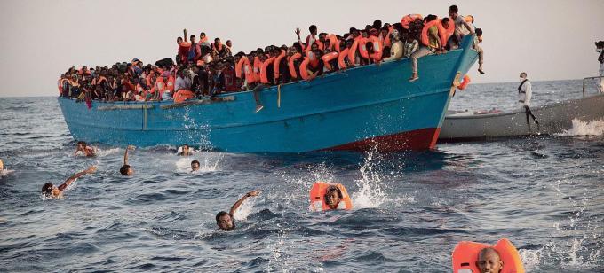 Combien de migrants ont été secourus lundi 3 octobre au large de la Libye ?