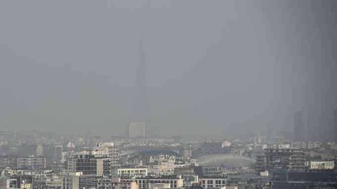 Combien de personnes meurent chaque année de la pollution de l'air selon l'AEE ?