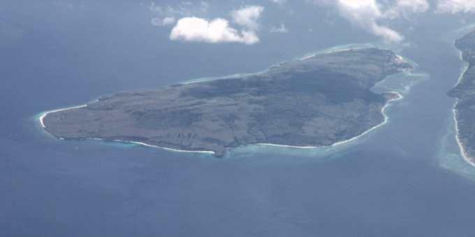 Sur quelle île de l'archipel indonésien se rendait un bateau touristique dont le moteur a explosé peu de temps après son départ de Jakarta, dimanche 1er janvier ?