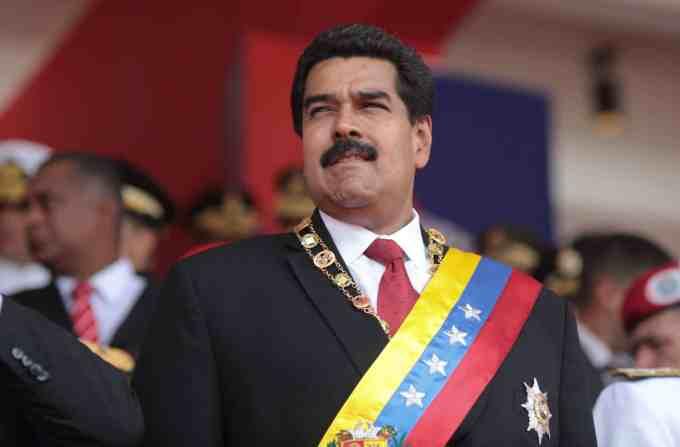 Que souhaite faire Nicolas Maduro, en proie au feu des critiques depuis plusieurs mois ?
