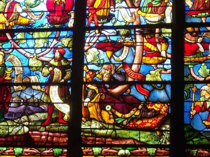 Sais-tu comment l'on appelle ces « vielles fenêtres » aussi colorées ?
