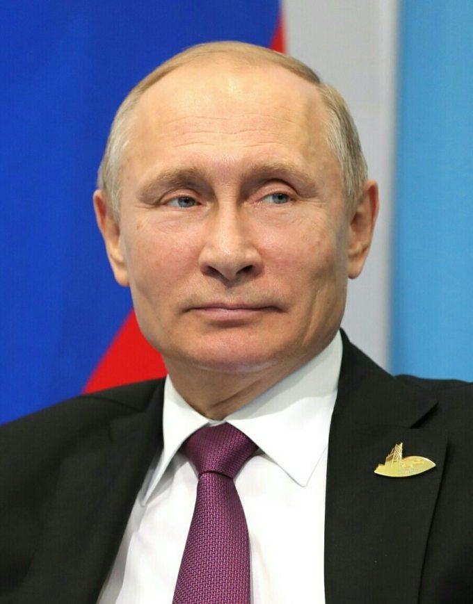 Si Vladimir Poutine est élu en mars prochain, combien de mandats aura-t-il fait au total ?