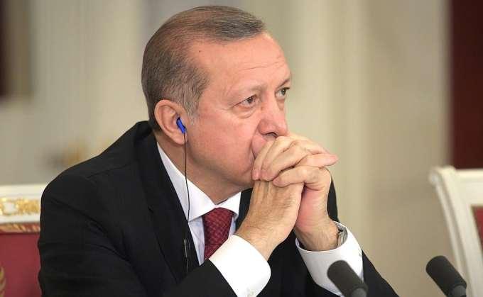 Dans quelle ville la Turquie a-t-elle lancé une offensive ?