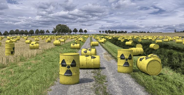 Combien d'individus ont manifesté à Bar-le-Duc contre l'enfouissement de déchets nucléaires ?