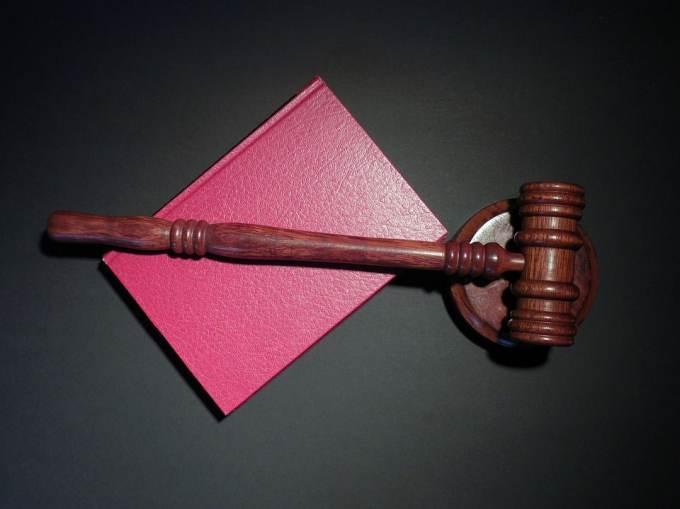 L'article 112 réadopté en Thaïlande rétablit...