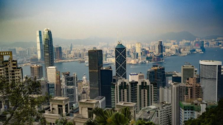 Quel géant du web chinois a fait son entrée en Bourse de Hong Kong ?