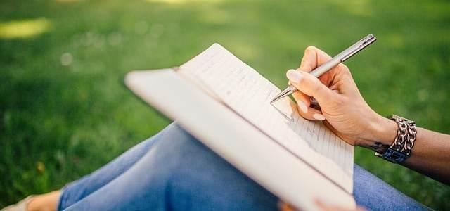 10 phrases de thème pour s'entraîner au comparatif en espagnol