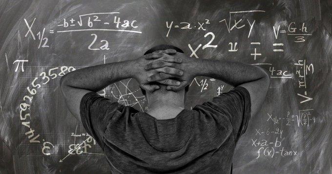 La formule du multiplicateur keynésien est :