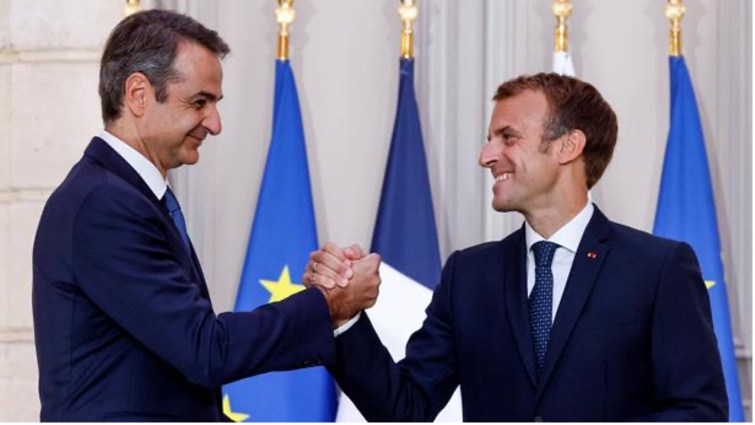 Avec quel pays européen la France a-t-elle passé un contrat militaire de vente de trois frégates ?