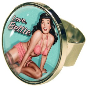 RetroBettie_Aquamarine_Ring