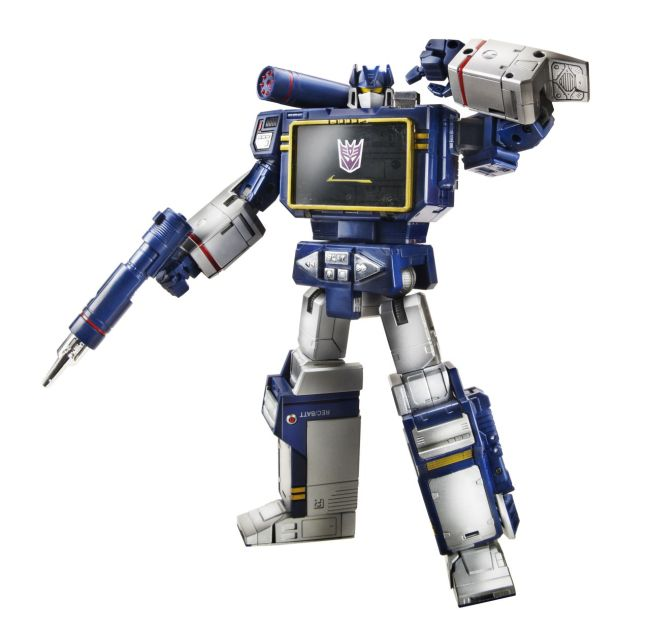 311420-Transformers-Masterpiece-Soundwave-robot01