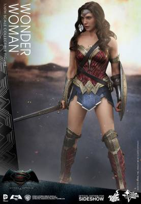 dc-comics-batman-v-superman-woner-woman-sixth-scale-hot-toys-902687-02