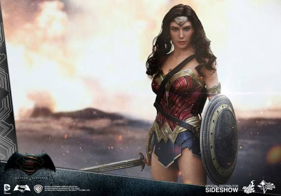 dc-comics-batman-v-superman-woner-woman-sixth-scale-hot-toys-902687-03
