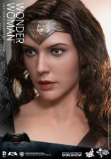 dc-comics-batman-v-superman-woner-woman-sixth-scale-hot-toys-902687-07