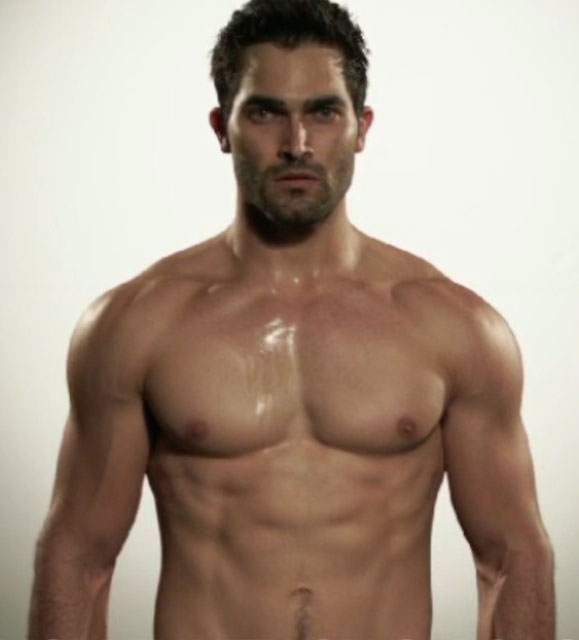 Tyler-Hoechlin-shirtless-body