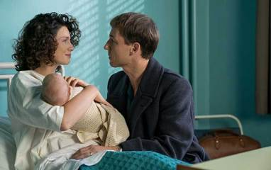 Caitriona-Balfe-(as-Claire-Randall-Fraser),-Tobias-Menzies-(as-Frank-Randall)