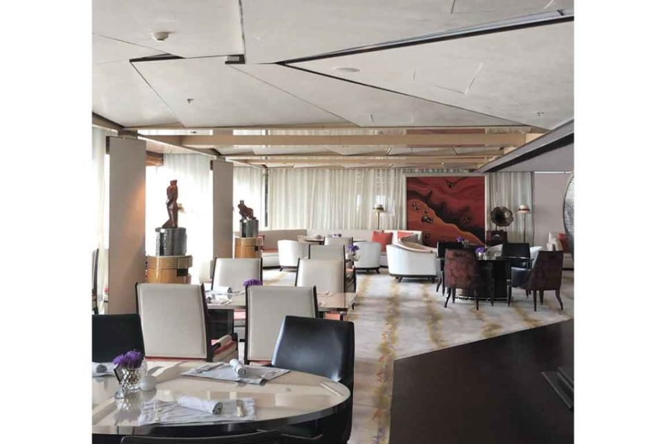 Shanghai Ritz Carlton Club Lounge