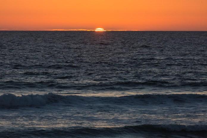 Ein schöner Sonnenuntergang begleitet das Abendessen