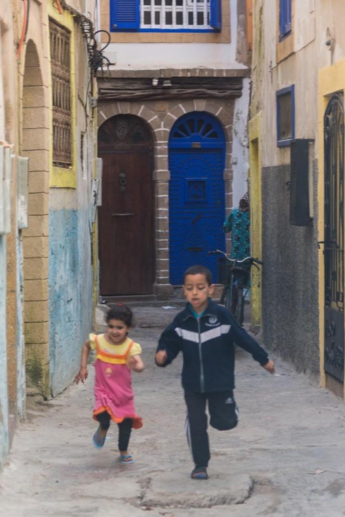 Lauft schnell Kinder - die Tante will euch fotografieren