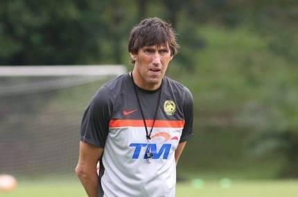 frank bernhardt Cabaran Buat Frank Bernhardt Di UiTM FC