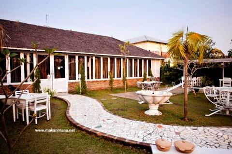 Gardenia Tropical Garden Resto 2