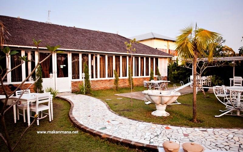 Gardenia Tropical Garden Resto 1