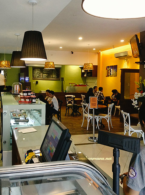 interior eve chocolaterie medan
