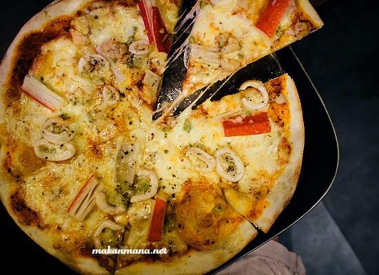 Pizza Boy, Kompleks Multatuli (Closed) 1