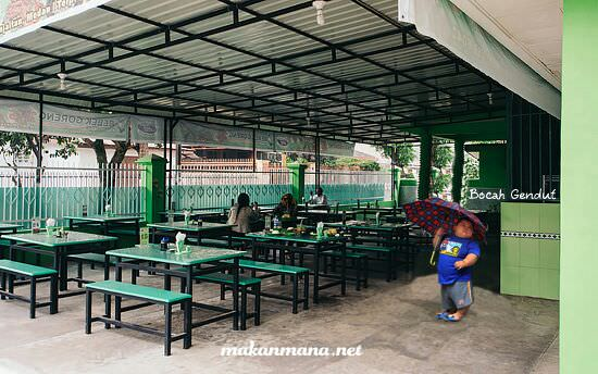 Rumah Makan Bebek Goreng H. Slamet Kartosuro (Closed)