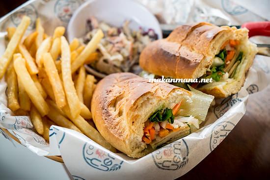 New York Cafe, Jalan Kartini (Medan Club) 1