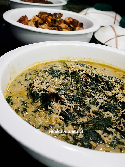 Indonesian Food: gulai daun singkong with teri