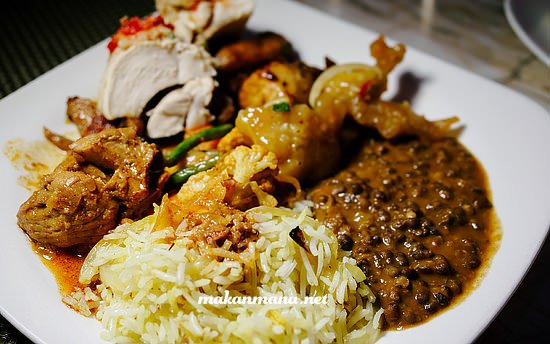 You can find a lot of multi cultural cuisine here; Indian Briyani with Hainan chicken and beef curry or sweet and sour fish.