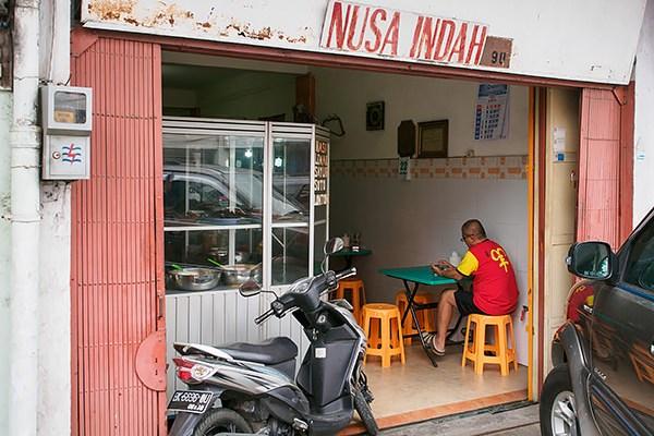 Sarapan di rumah makan Nusa Indah 1