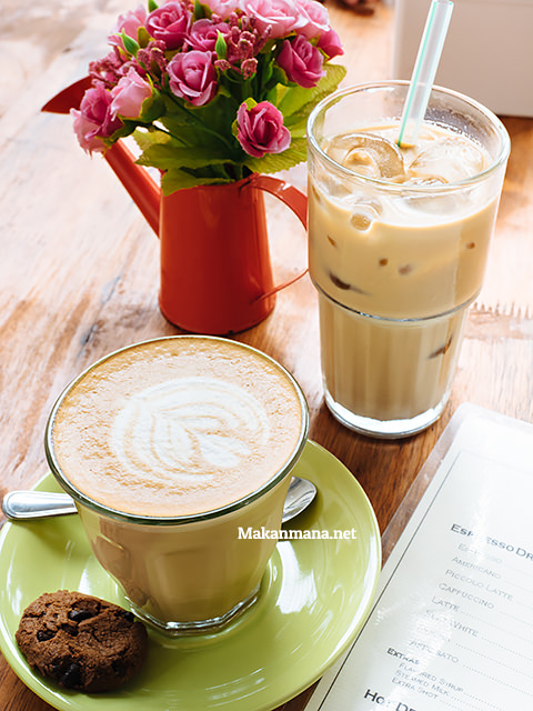 Latte (25rb) & Iced Latte (27rb)