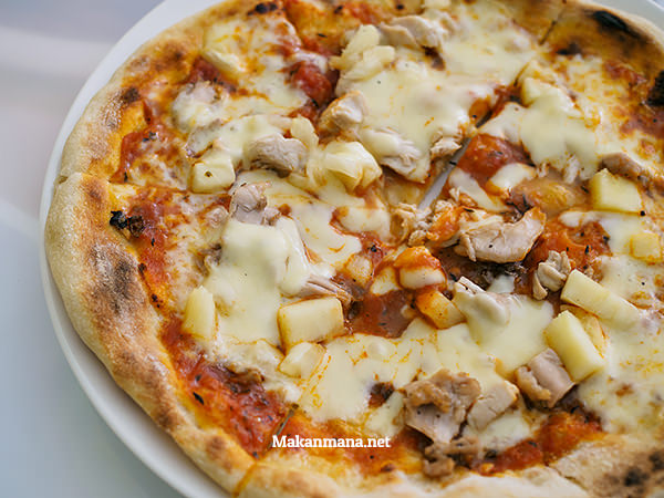 Neapolitan Pizza - Chicken & Pineapple (22rb)