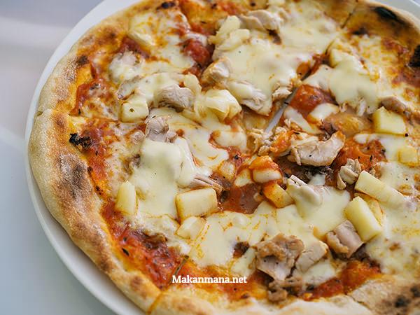 Neapolitan Pizza - Chicken & Pineapple (22rb)