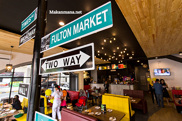 interior-manhattan-fish-market-medan