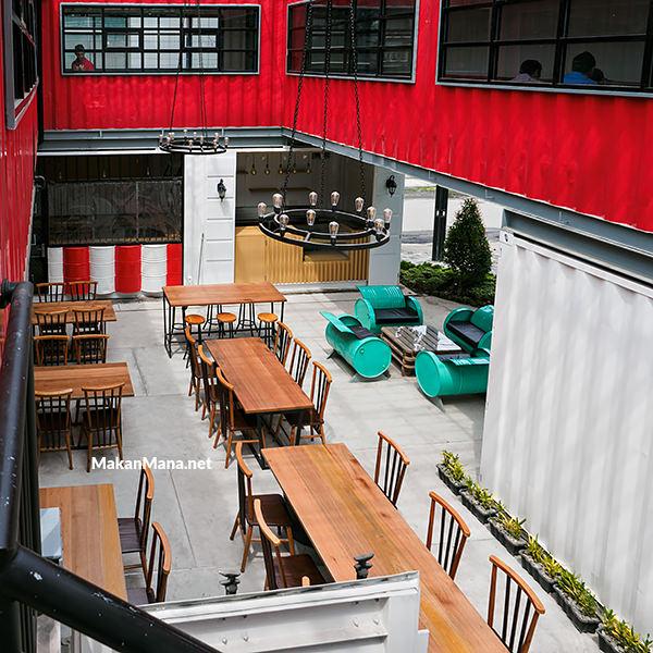 Ismud Park, cafe berkonsep marketplace