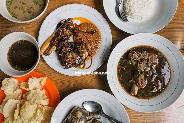 """Rumah Makan Khas Makassar """"Bunda"""" 1"""