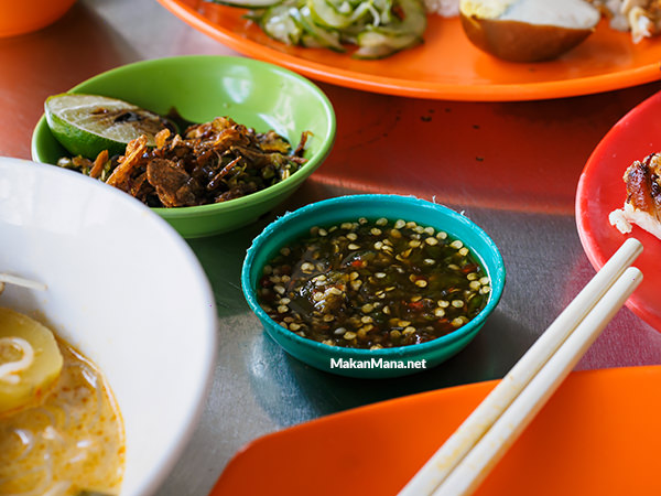 Don't miss the chili with pek cam kee, it's a perfect combo