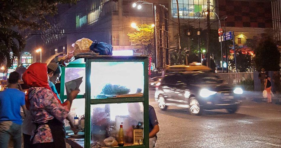 Ketoprak Jakarta diantara hiruk pikuk malam kota Medan 1